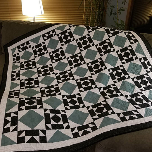 Black Crown Jewel Quilt by Kareniesa Boyer Kohn, The Tutorial designed by Jenny of Missouri Quilt Co