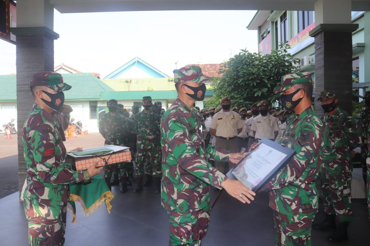 Komandan Kodim 0410/KBL Kolonel Inf Romas Herlandes memimpin acara Korp Raport pindah Satuan personel Kodim 0410/KBL.