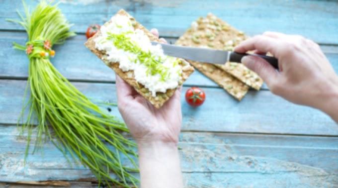Nébih: minőségi és jelölési problémákat is találtak a kenhető sajtkészítményeknél