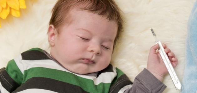 الطرق السريعة لخفض درجة حرارة طفلك
