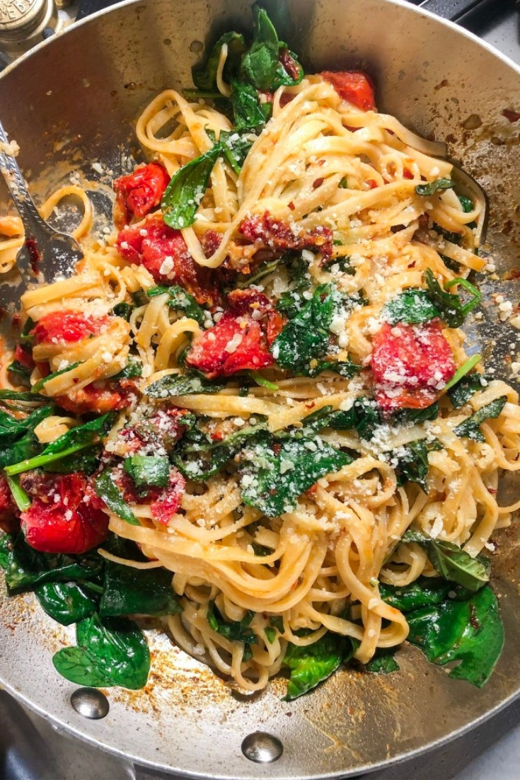 Easy Italian Recipe Spicy Tomato and Spinach Linguine
