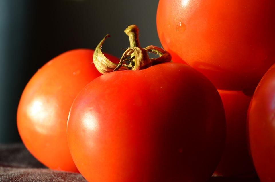 Oily skin की देखभाल करने के लिए Home Remedies/Oily Skin से छुटकारा पाने का रामबाण उपाय,tomato face pack