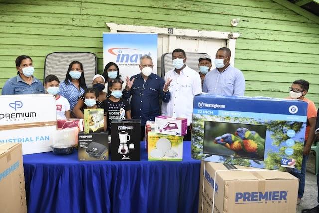 INAVI  entrega  ayuda a familia que perdió un familiar  y todos sus ajuares al incendiarse su vivienda