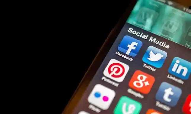 Pakistan's government imposes a ban on its officers' social media