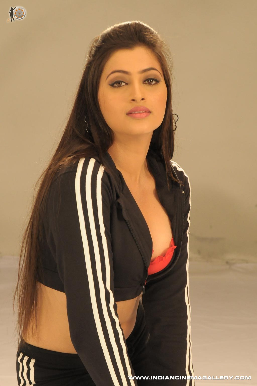 BEST IMAGES OF BOLLYWOOD ACTRESS: NAVNEET KAUR