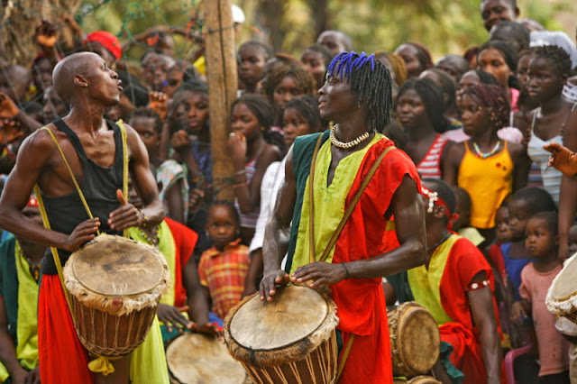 Musique, art, tradition, culture, Djembé, tamtam, instruments, percussion, bois, peau, chèvre, antilope, Mandingues, rythme, danse, LEUKSENEGAL, Dakar, Sénégal, Afrique