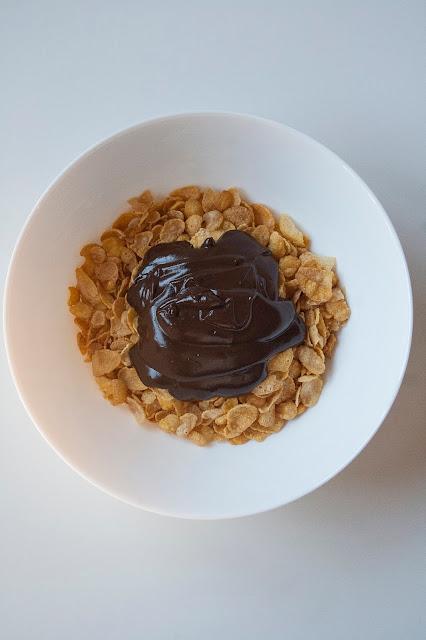 Rose del deserto al cioccolato, i dolcetti con corn flakes senza cottura step 4