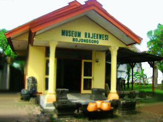 Wisata Sejarah di Museum Rajekwesi