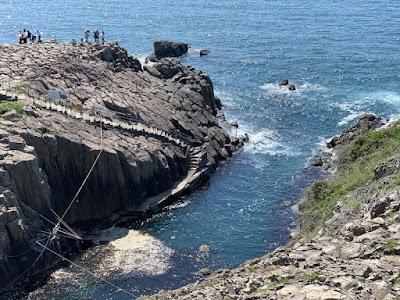 船の発着場がある崖下