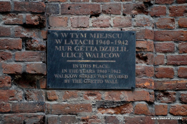 tablica pamiątkowa mur getta ślady po kulach pociskach Wola Warszawa Warsaw historia zabytek