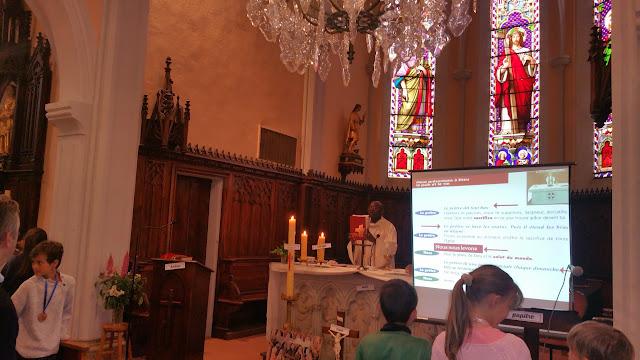 temps fort de première communion - messe pour les enfants