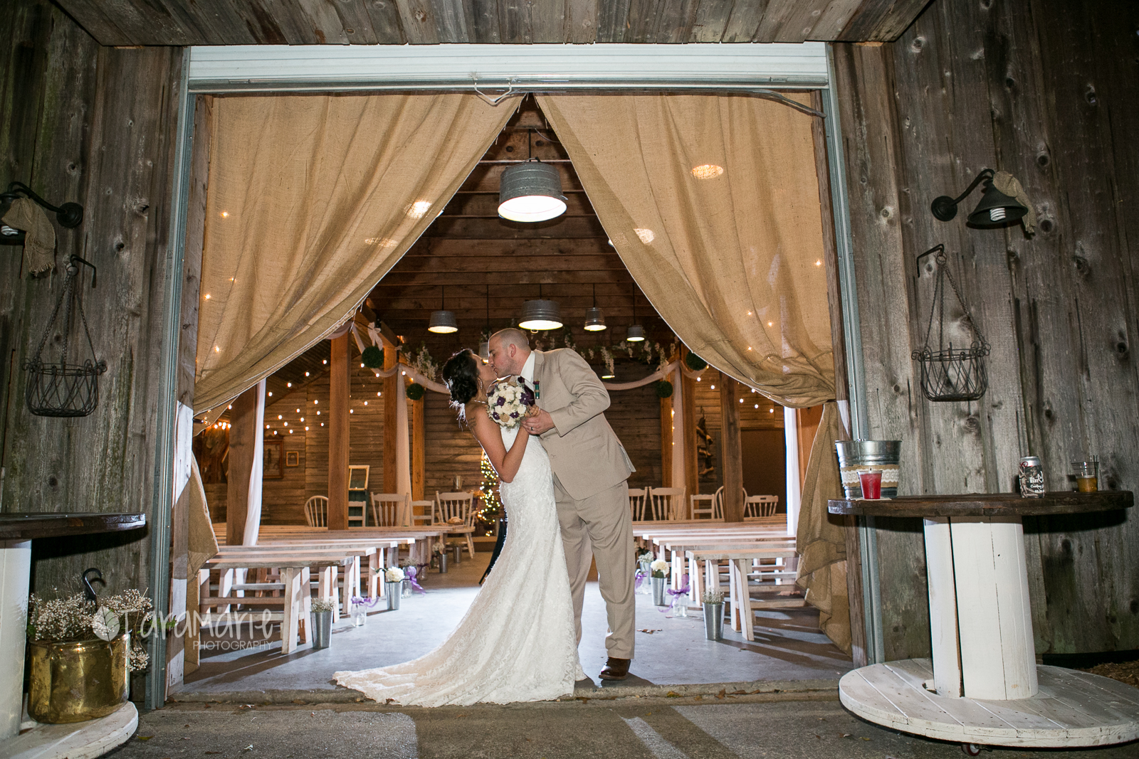 Long While To Photograph At Ashley Manor And My First Their Barn If You Re Looking For A Wedding In The Baton Rouge Area This Was So Pretty