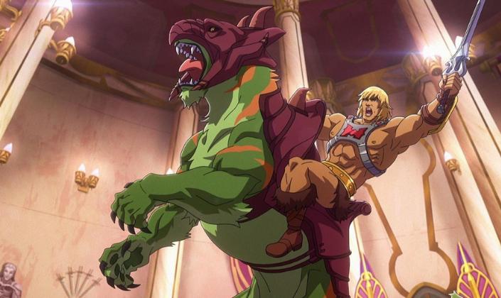 Imagem: Animação 2D, he-man, homem loiro, branco e musculoso, que usa só uma tanga marrom de pelos e um peitoral em forma de x feito de metal, está segurando uma espada e está mintado em um agrande tigre verde que está mostrando as garras e dentes.