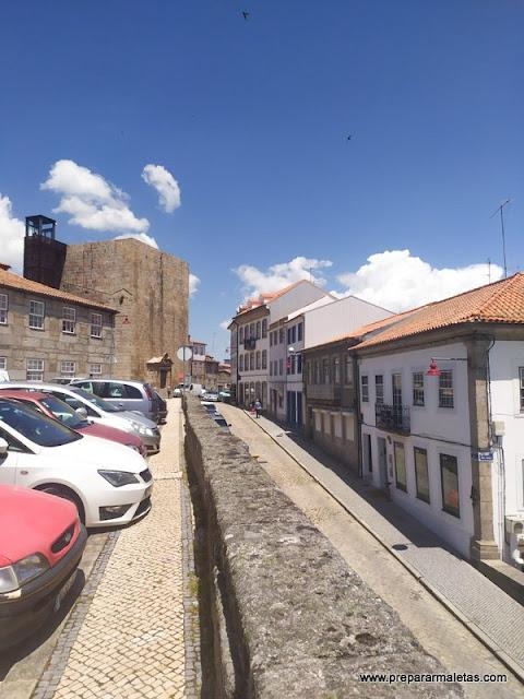 Torre Dos Ferreiros y muralla en Guarda