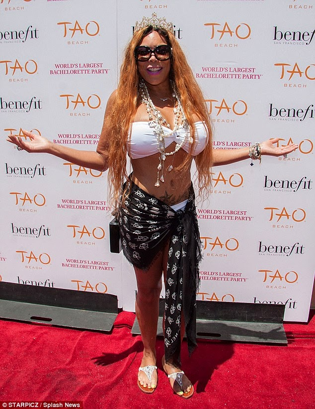 49 Year Old Wendy Williams Shows Off Her Surgically Enhanced