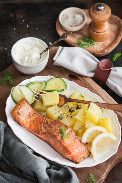 Saumon fumé à chaud et salade de pommes de terre