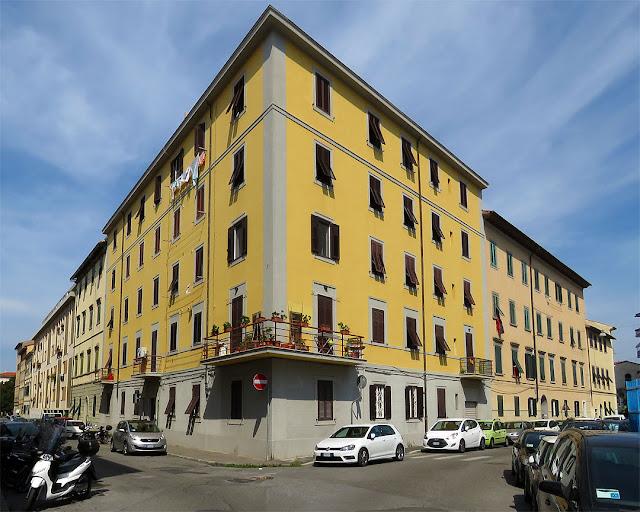 Corner building, Via Bonaini, Via de Tivoli, Livorno
