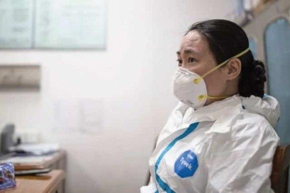 """Nữ bác sĩ Vũ Hán bị """"bịt miệng"""" khi cảnh báo sớm dịch bệnh"""