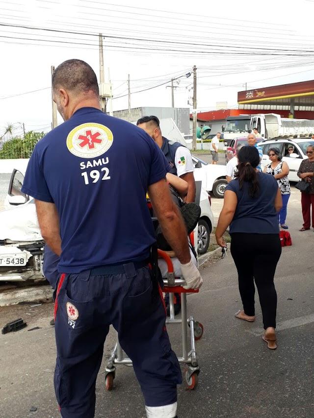 Acidente na Rodovia da Uva deixa motorista gravemente ferido em Colombo