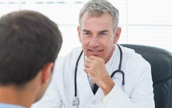 Gặp bác sĩ để điều trị dứt điểm bệnh trĩ