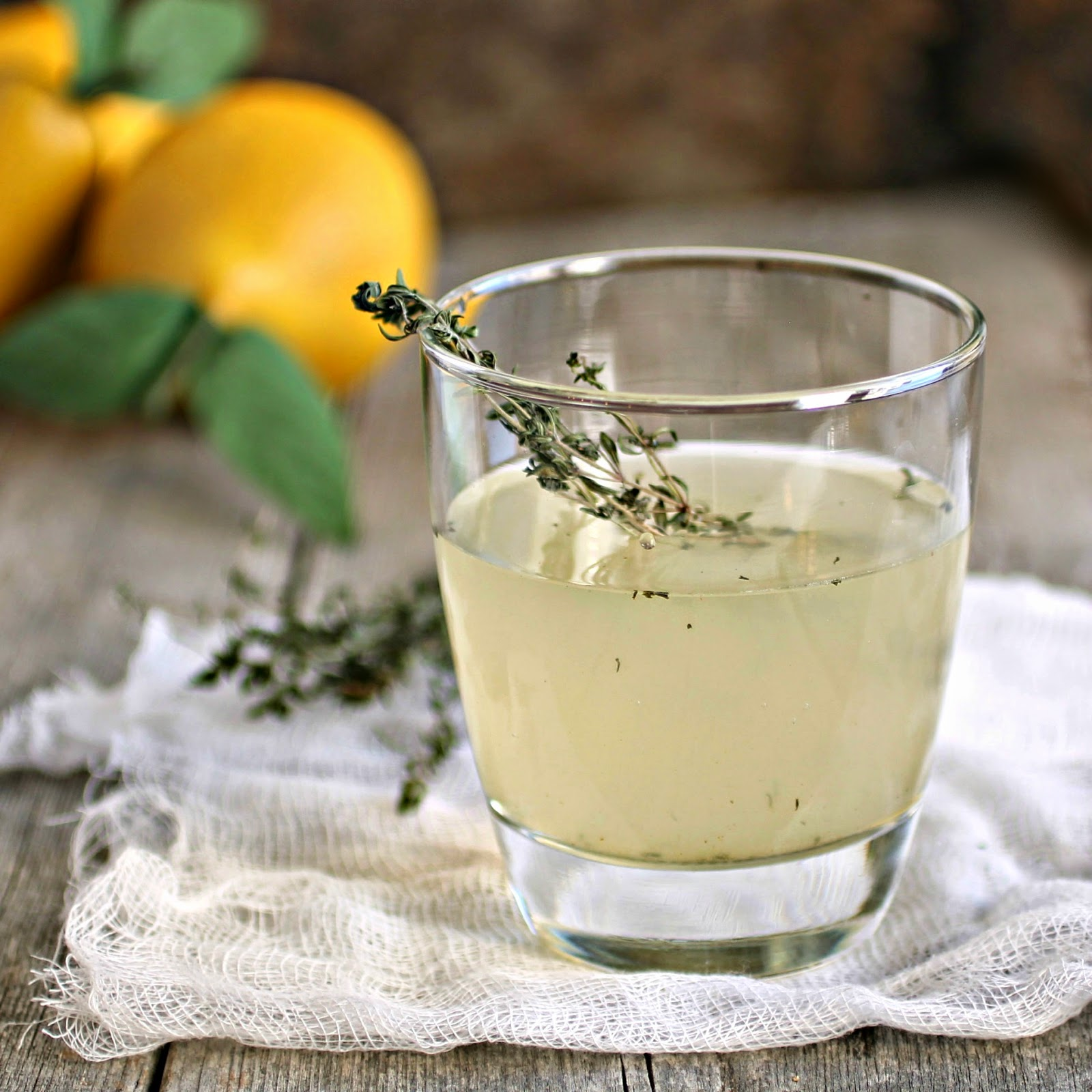 Pear and Thyme Gin Fizz