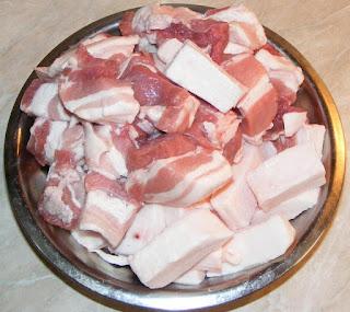 carne, grasime, carne de porc cu grasime, carne pentru carnati, retete culinare, retete cu porc, preparate din porc, retete si preparate culinare din carne de porc, cum facem carnati de casa cu carne de porc, retete,