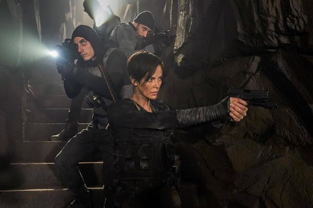 """Novo trailer de """"The Old Guard"""" tem Charlize Theron na luta de uma vida"""
