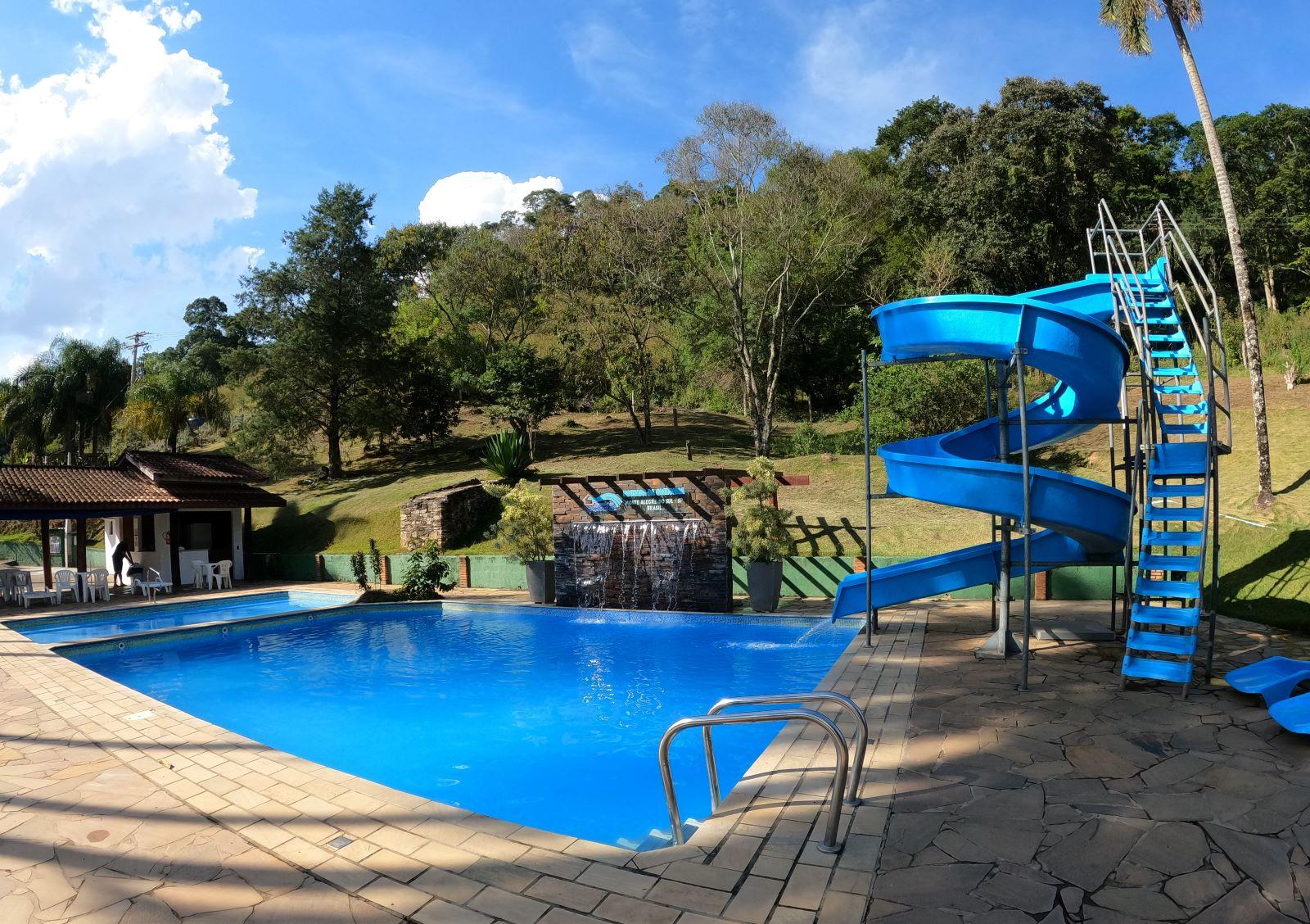 piscina e tobogã