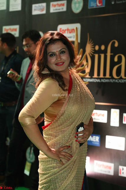 Sona in Saree at IIFA Utsavam Awards 005.JPG