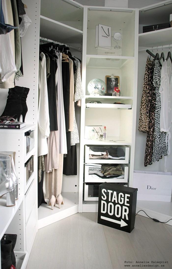 annelies design, webbutik, webbutiker, webshop, walk in closet, ljusskylt, skylt, skyltar, dekoration, svartvit, svartvita, svart och vitt, kläder, garderob, garderober, öppen garderob, modellbild, nätbutik, ikea