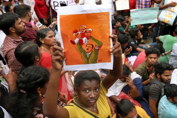 शाहीनबाग की तर्ज पर चेन्नई में भी CAA के विरुद्ध विरोध प्रदर्शन, लेकिन पुलिस ने कर दी कुटाई