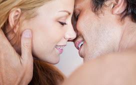 Đang niềng răng có hôn được không? Bí quyết hôn khi niềng răng an toàn