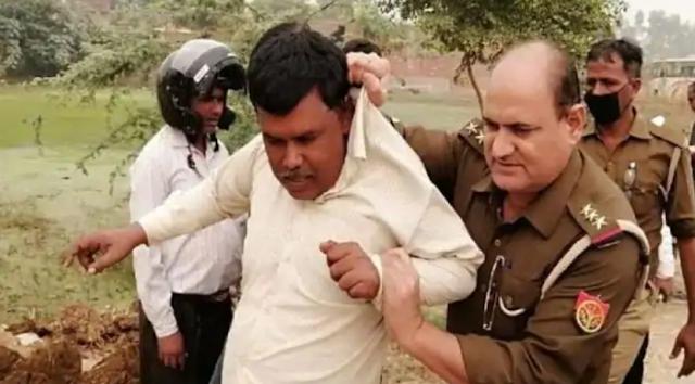 खेत में पराली जलाने पर पुलिस ने किसान को किया गिरफ्तार