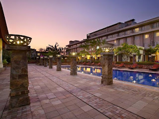 Cheap Hotel: Hotel Santika TMII