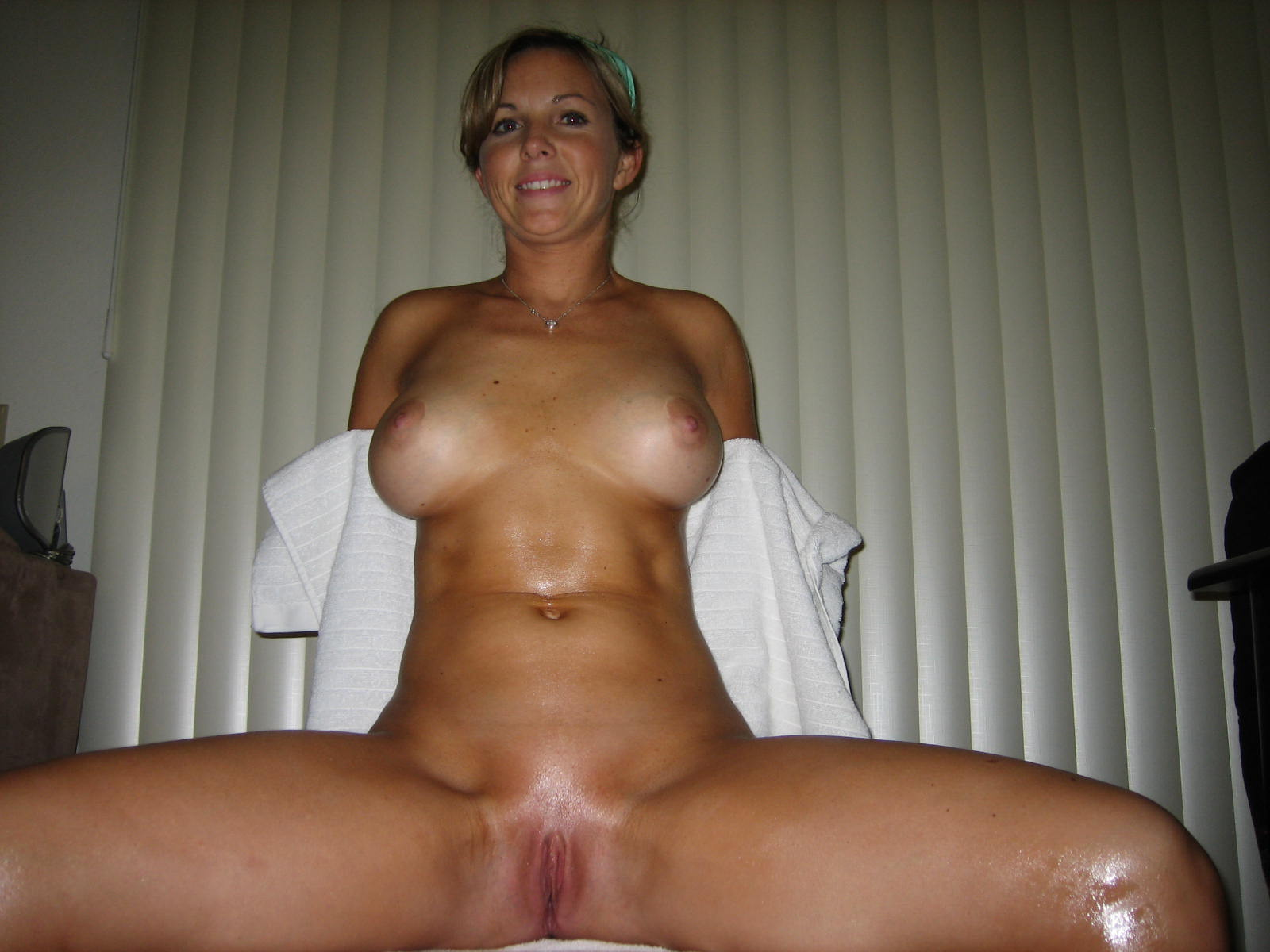 A young cam girl puts in tampon 7