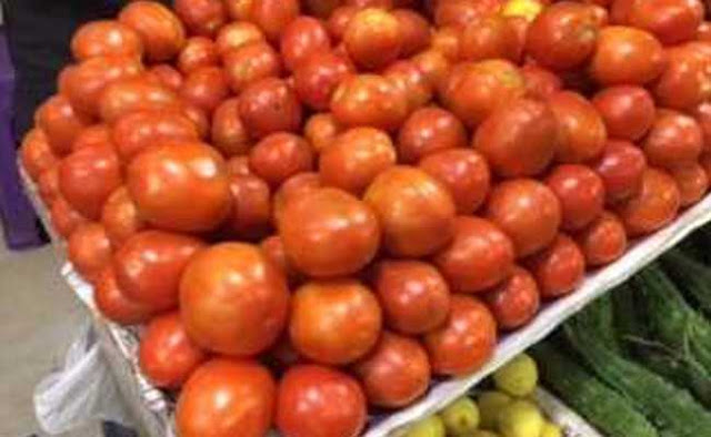 Indore's wholesale vegetable traders should guard for tomatoes!