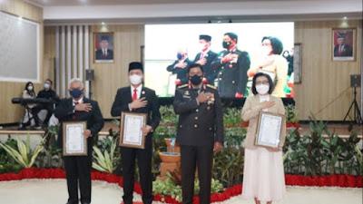 Tiga Bupati Raih Penghargaan Kapolda Sulut
