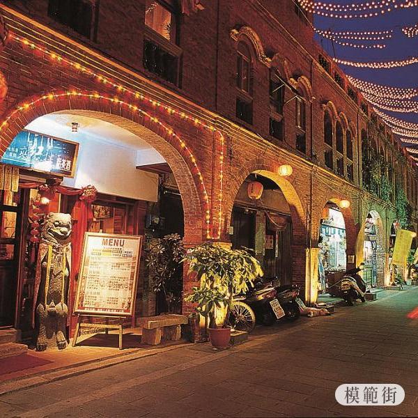 模範街原為明末鄭成功訓練陸軍的內校場,是金門現存最具有特色的古老街道。