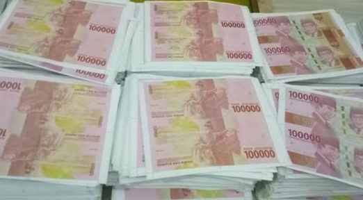 Polisi dan warga Maniis tangkap terduga pengedar uang palsu