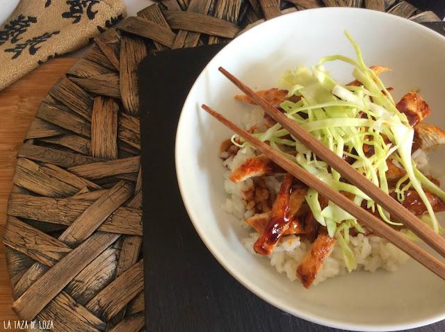 Pechugas de pollo con arroz y salsa teriyaki