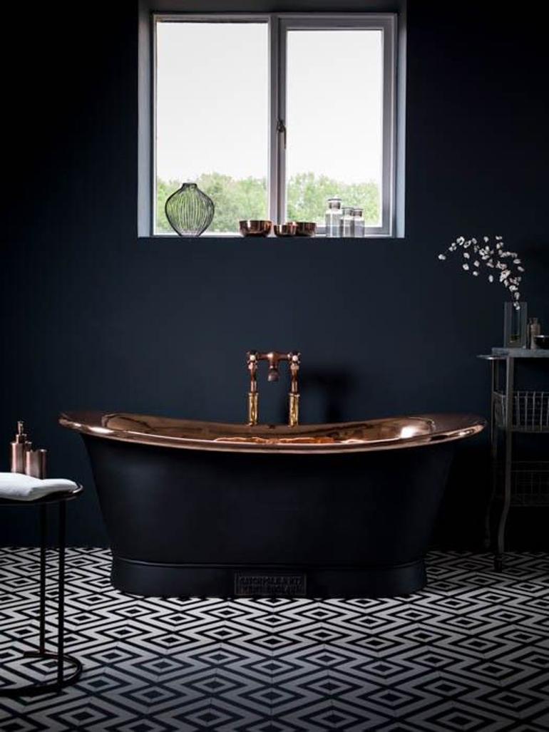 bañera negro y cobre