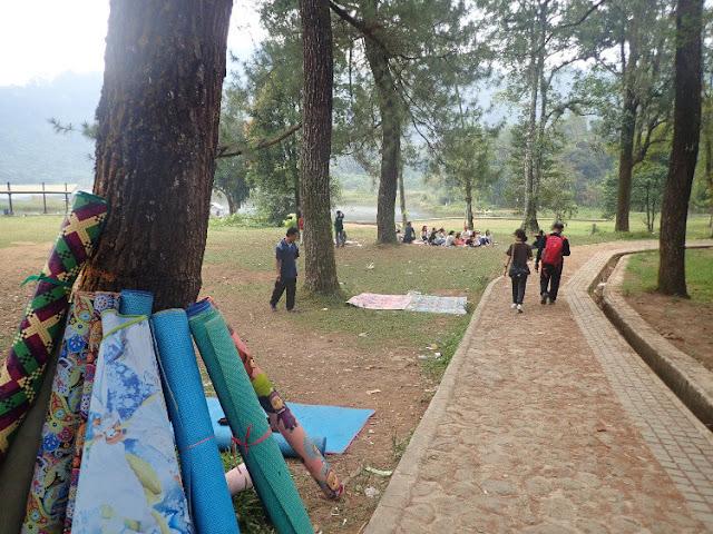 piknik di danau situ gunung