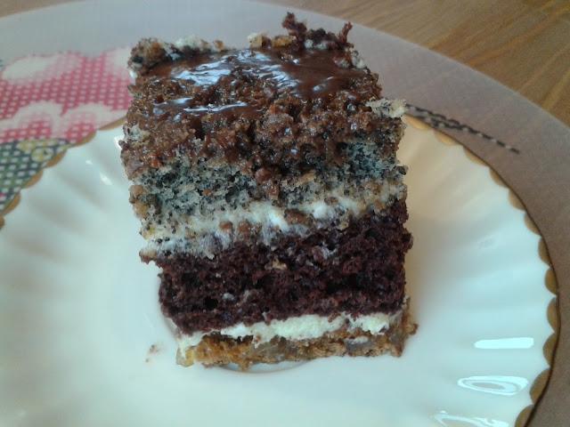 Pocałunek Murzyna, czyli ciasto z makiem, bakaliami i kremową masą
