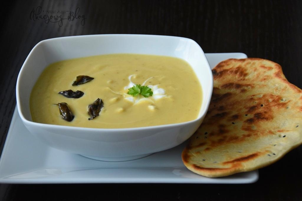 Zupa krem z kalafiora z nutą curry i jogurtem.