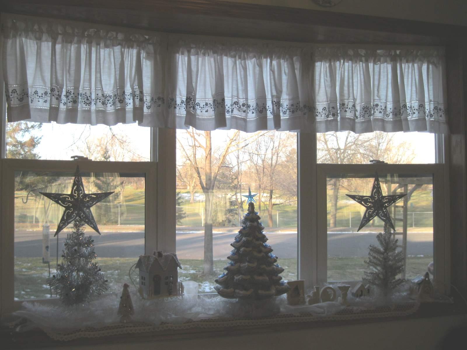 GARAGE SALE GAL: My Simple Christmas Decor