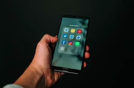 Hindari bermain sosial media
