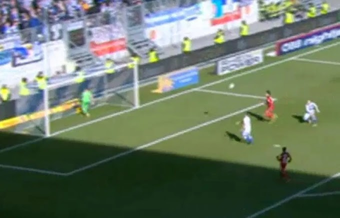 Video: The moment 'facing the net to drink water' becomes a problem for this Goalkeeper