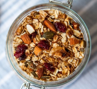 EASY HEALTHY GRANOLA