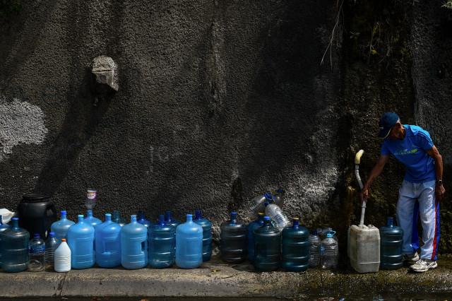 El abandono de los sistemas de agua tiene sedientos a millones de venezolanos