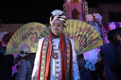 बधाई देने वालों में पूर्व सांसद राजेश रंजन उर्फ पप्पू यादव